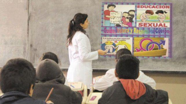 En medio de una clase de Educación Sexual Integral, 9 alumnas contaron que fueron abusadas por un maestro