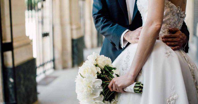Marido y mujer. Numerosas parejas sueñan con coronar su amor uniéndose en matrimonio.