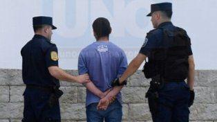 Enojado. El prófugo evitó en todo momento ser detenido y trató de resistirse.