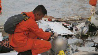 Indonesia: Es improbable que haya sobrevivientes de la caída del avión