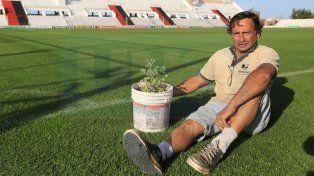 Salvar la categoría. Juan Carlos le tira buena onda al plantel profesional. Foto: Diego Arias.