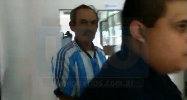 A la Alcaidía. Torres fue notificado de las restricciones y luego demorado un rato en Tribunales. Foto: Javier Aragón.