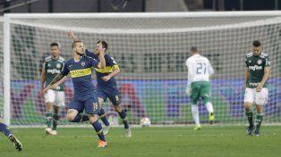 Benedetto festeja su gol.