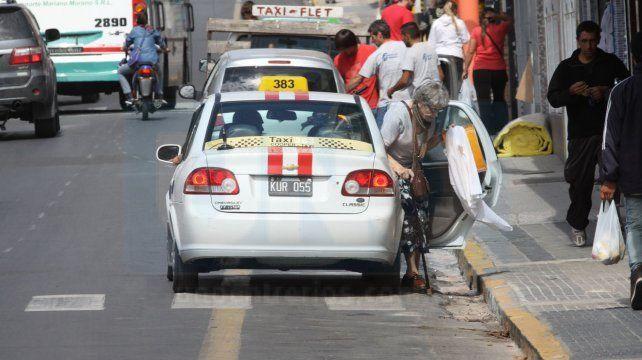 Taxistas paranaenses quieren la bajada de bandera a 40 pesos