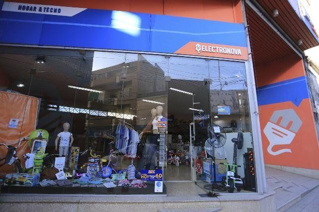 Frente a una comisaría robaron numerosos equipos electrónicos