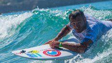 Nicolás Gallegos quedó parapléjico a los 19 y se subió a una tabla de surf a los 35 años.