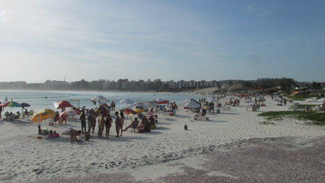 Costumbres argentinas. Veranear en Brasil ya es un clásico para los que pueden pagarlo.