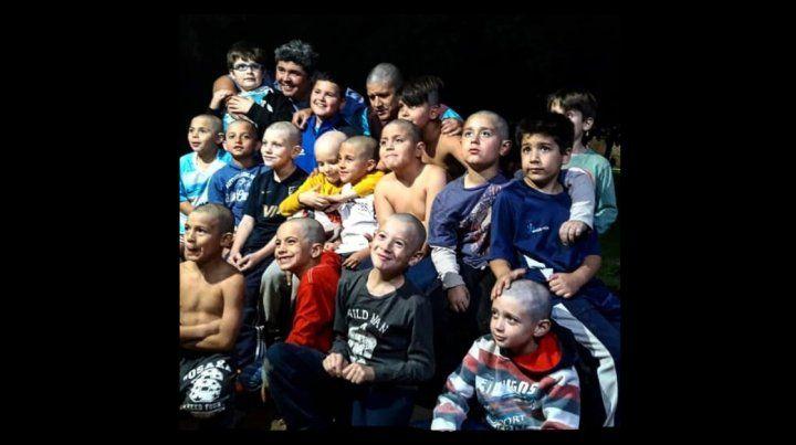 Cabezas de guinda: Se raparon para apoyar a un compañero con cáncer