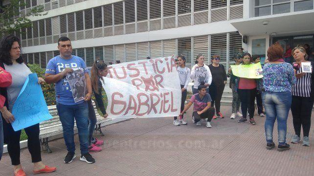 Reclamo de Justicia por Gabriel Gusman frente a Tribunales: Fue fusilado de la peor manera