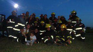 Todos por Guille. Los bomberos con sus uniformes fueron la gran revelación.