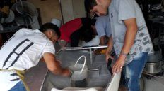Expertos. En la escuela del Puerto tienen gran experiencia en trabajos con plástico reforzado.
