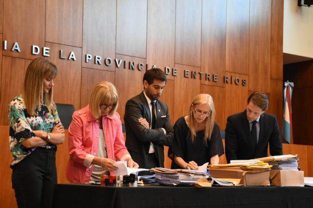 La apertura de sobres se realizó en el salón del Superior Tribunal de Justicia.