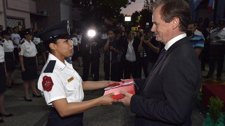 El gobernador dijo que la fuerza policialirá hacia la equiparación de género.