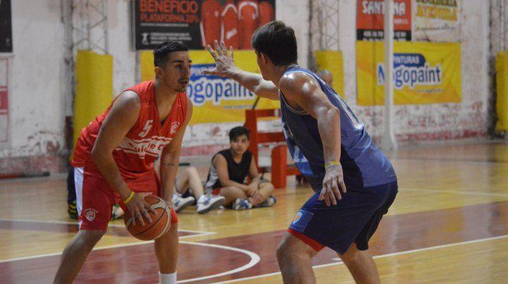 Quique venció 68-53 al Centro Juventud en el estadio Guillermo Gayá.