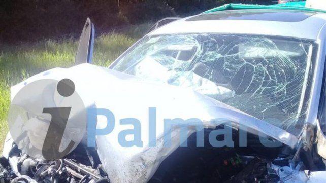 Un auto embistió la parte trasera de un camión y perdió la vida una joven de 23 años