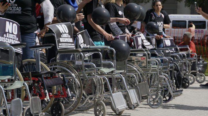 Sillas vacías. Protesta contra el Gobierno en Buenos Aires de miembros de escuelas especiales