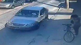 VIDEO: Intentaron secuestrar a una joven y quedó todo registrado en una cámara de seguridad
