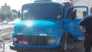 Un camión descontrolado y sin frenos destrozó un comercio