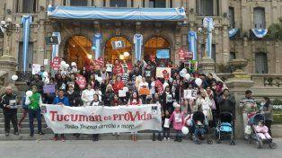 En las calles. Militantes, legisladores y fieles católicos intentan modificar el Código Penal