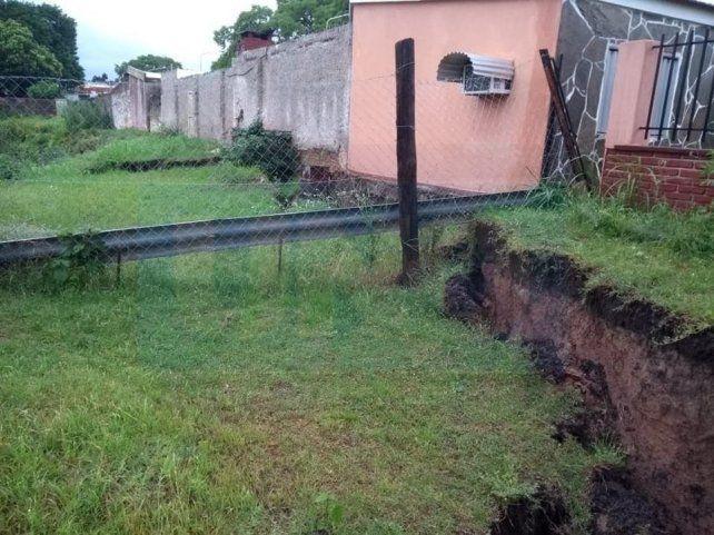 Su casa está a punto de derrumbarse tras las lluvias torrenciales