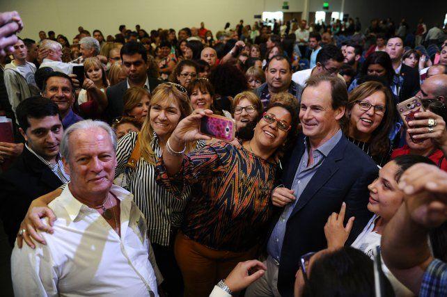 Bordet se fotografió con delegados de UPCN de toda la provincia.