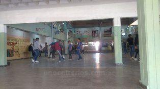 Soluciones improvisadas: Sigue sin resolverse la falta de sanitarios para alumnos de la escuela Bazán y Bustos