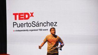 Pedro Sebastián el presentaron de las charlas.