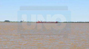Desde el domingo. El buque se encuentra frente a Paraná y se espera que cumpla con la ley. Juan Manuel Hernández