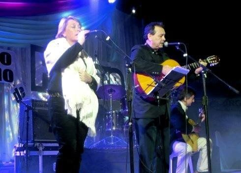 Celia Taffarel (guitarra y voz) de Larroque y Mario Escobar (guitarra y voz) de Paraná.