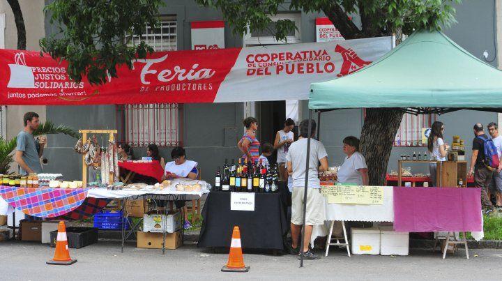La feria en calle Feliciano se realiza cada 15 días.