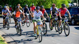 Participan ciclistas de todas las edades.
