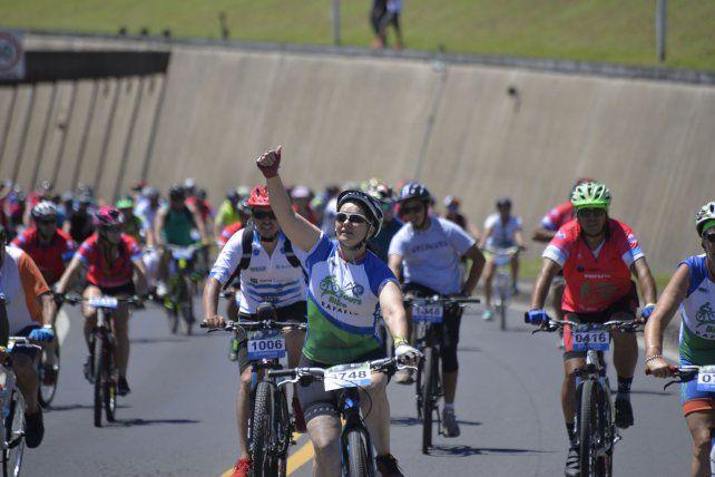 Fotos y videos del multitudinario Cruce del Túnel en bicicleta