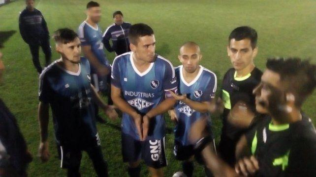 Escándalo con peleas y un jugador internado en la final del provincial de fútbol