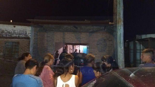 Criminalística ya se encuentra en la vivienda de calle Ituzaingo