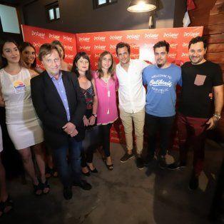 Las promotoras acompañaron la presentación junto al intendente de Paraná, la Secretaria de Turismo y Cultura de Entre Ríos y los organizadores de la feria.