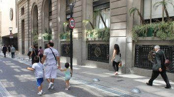 Foto de Buenos Aires publicada en metropolis.com.ar en donde se ve que bajaron la velocidad a 10 kilómetros por hora y ampliaron las veredas.