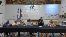 Los directivos de Uader escuchan a la ingeniera María Angélica Sabatier.