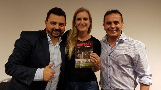 Washi junto a la periodista Maria Laura Weibel y el conductor y productor Cristian Bello.