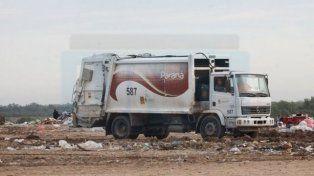 Piden asistencia para joven que fue chocado por un camión en el Volcadero: no puede caminar