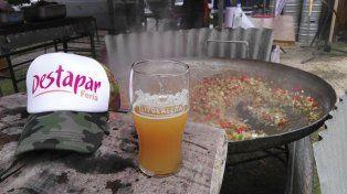 Cerveza rica y comida sabroza.