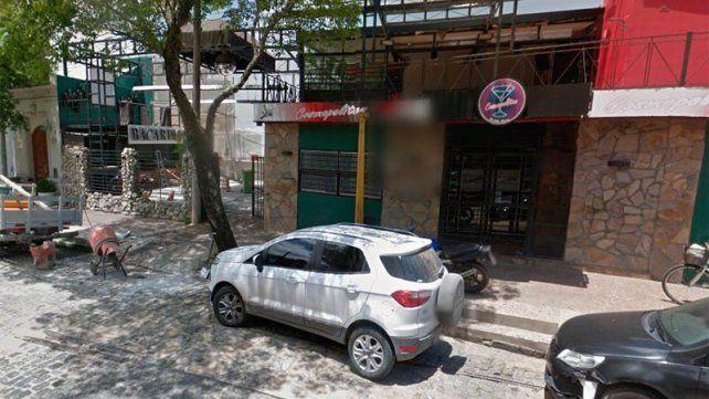 Lamentable: Padre e hijo se trenzaron a golpes fuera de un boliche de Paraná
