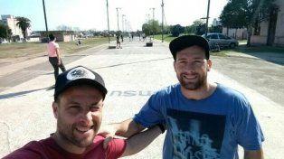 Agustín Pratti y Fernando Valle dos de los profesores de la escuelita de skate en La Histórica.