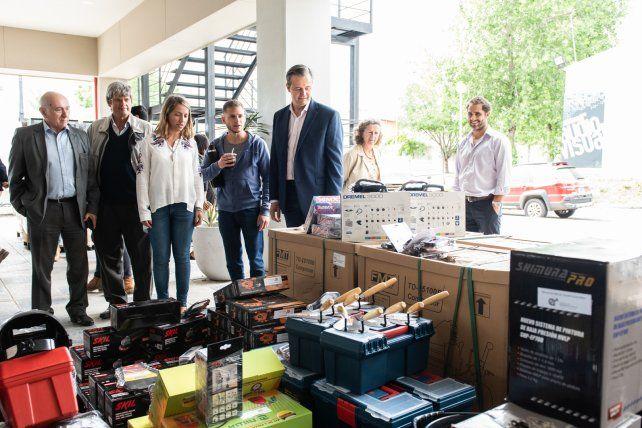 El Gobierno entregó equipamiento a más de 450 emprendedores de Paraná