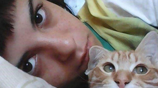 Viajaba de mochilera con su novio por Brasil y está grave: él la prendió fuego mientras dormía
