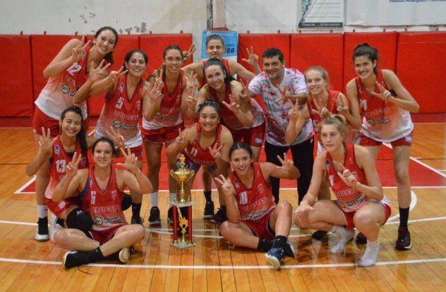 Otro más y van. Las chicas del Rojo celebran con las manos los 23 títulos conseguidos de manera consecutiva.