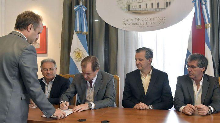 Obras para los hospitales de Gualeguaychú, Victoria y el camino de Puerto Ruiz