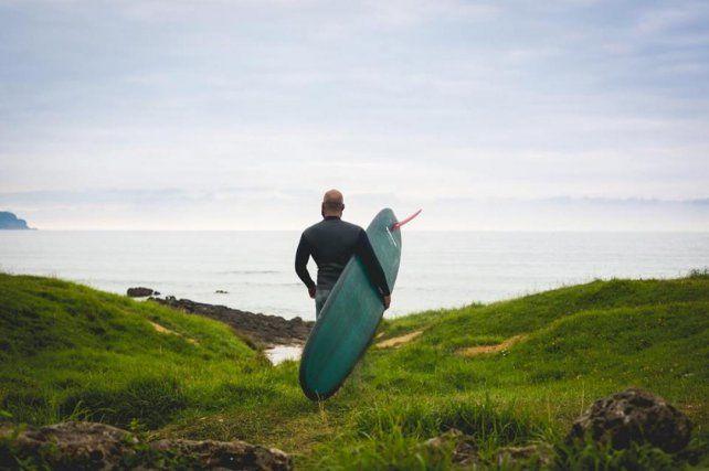 El surf como terapia para la ansiedad, la depresión, el estrés y problemas emocionales