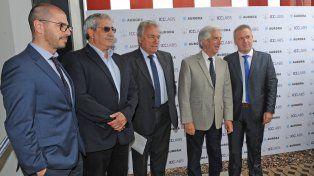 Instalaciones. El mandatario uruguayo Tabaré Vázquez junto a ejecutivos de la empresa de ICCLabs.