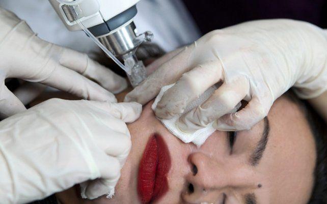 Llegan las fiestas y las despedidas: Tratamientos faciales para borrar el cansancio del rostro