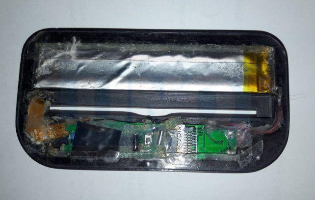 El dispositvo. Este elemento fue encontrado en un cajero del banco de la peatonal.